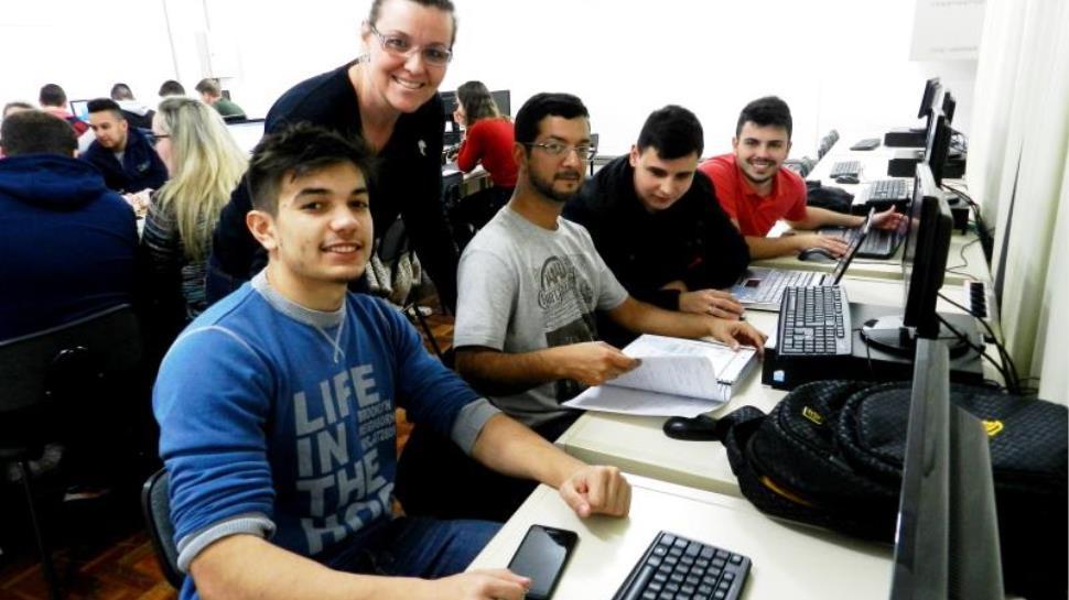Alunos dos Cursos Técnicos aprendem conteúdos em Espanhol