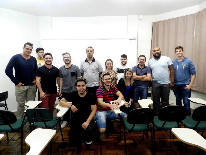 Alunos dos Cursos Técnicos em fase de preparação para a visita técnica ao Porto de Rio Grande