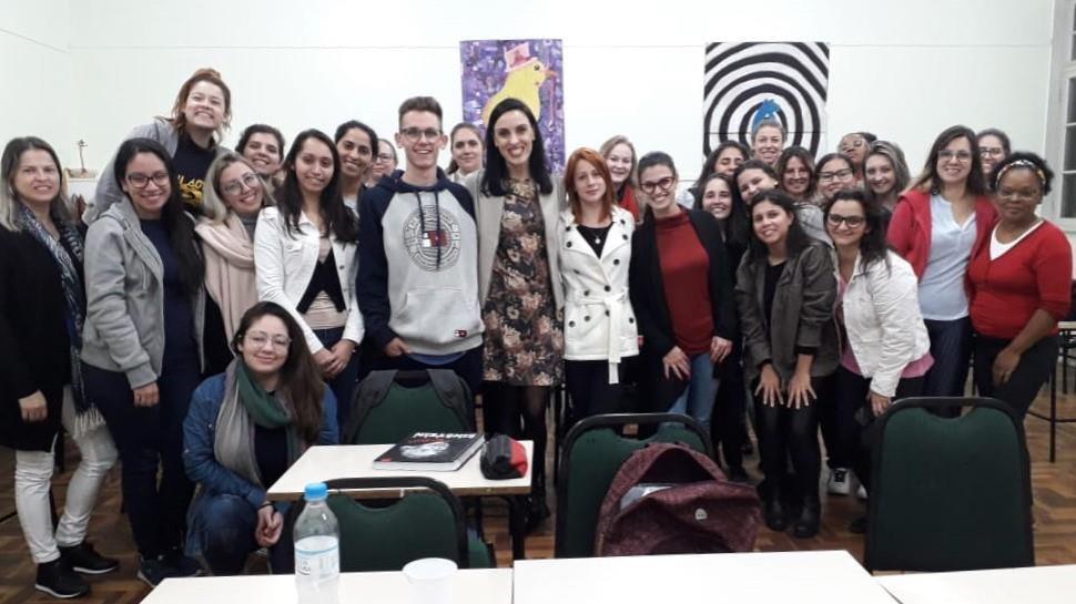 Campos de atuação do psicólogo são tema de conversa entre acadêmicos e profissionais de Psicologia