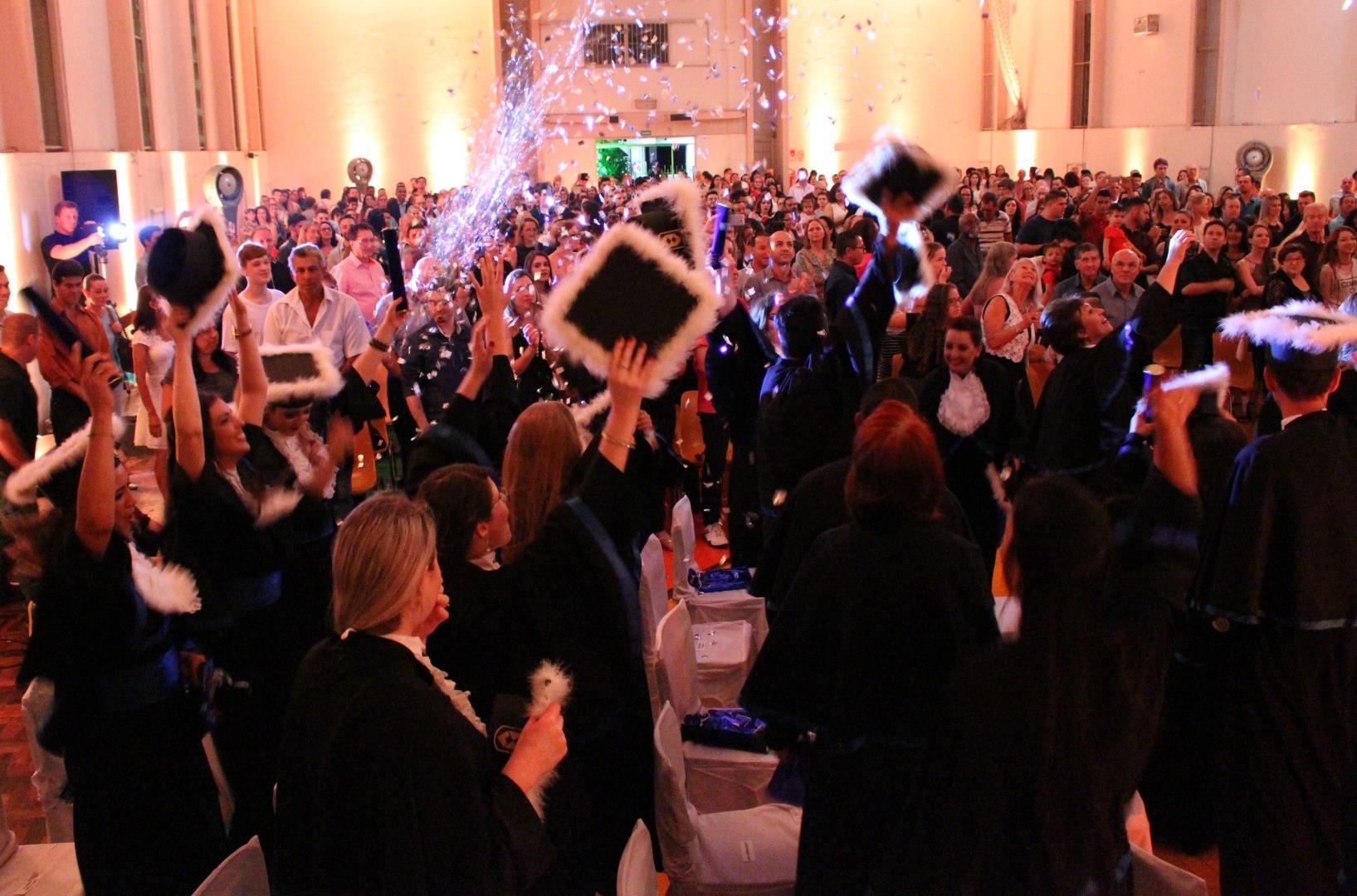 Cerimônia solene para formar técnicos na IENH