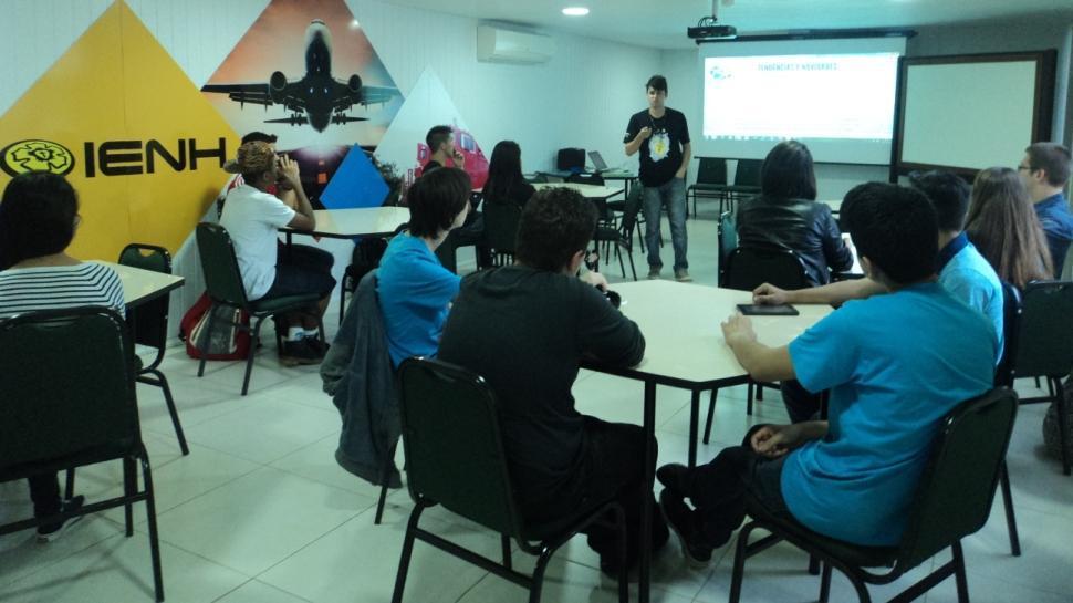 Conectando Talentos promove palestras sobre juventude e tecnologia
