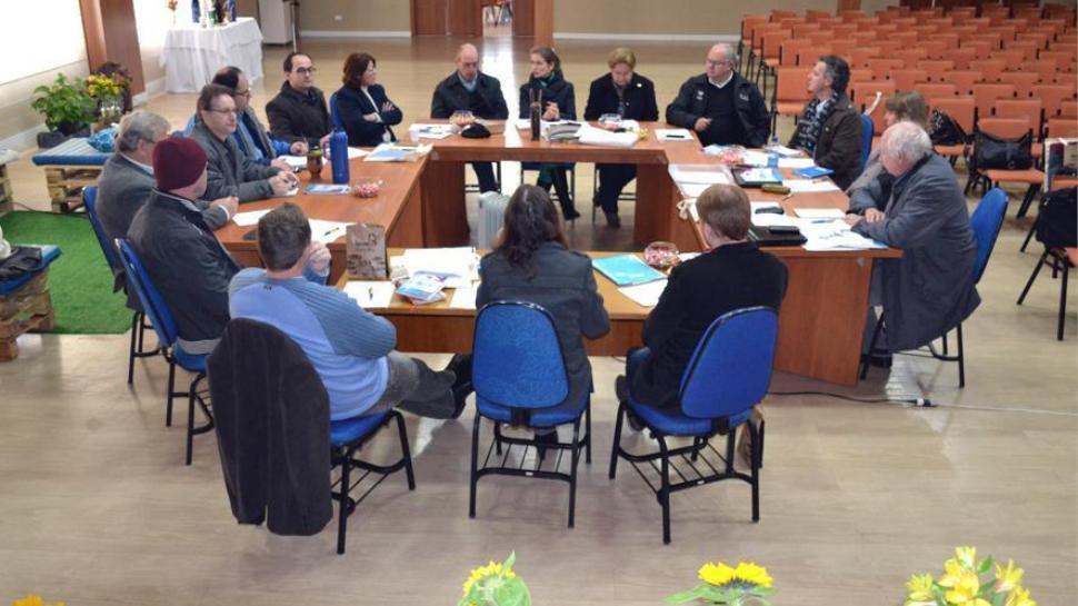 Coordenador do Centro de Educação Profissional da IENH reúne-se com o Conselho da Rede Sinodal