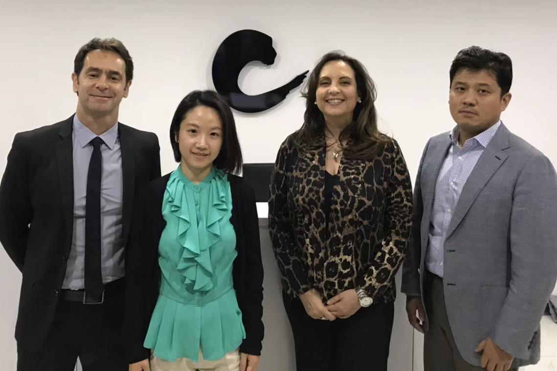 Coordenadora do Curso Técnico em Comércio Exterior participa de feira inédita na China