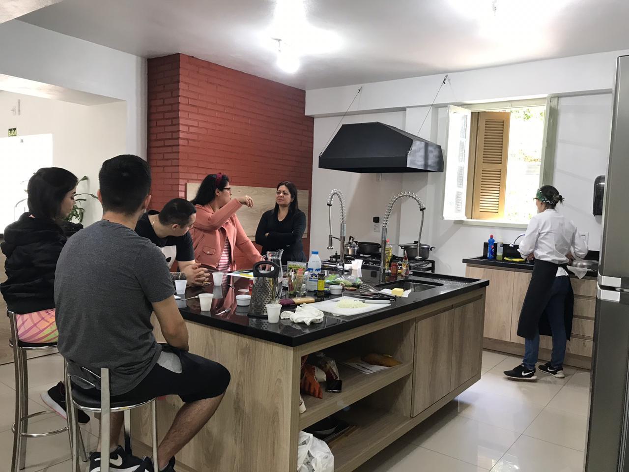 Curso da IENH ensina técnicas para introdução à cozinha