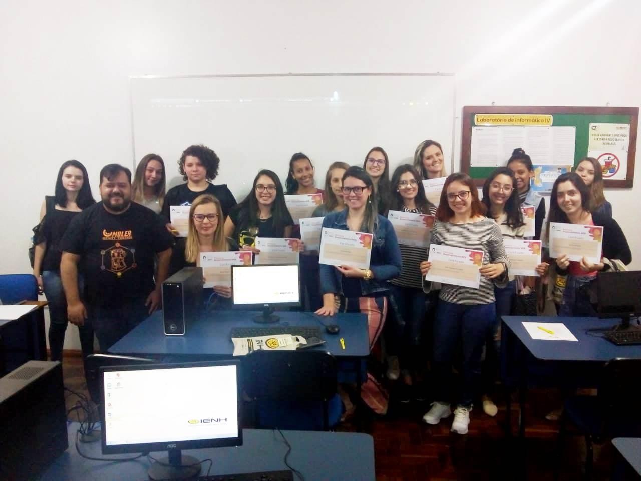 Curso de desenvolvimento WEB é promovido pela IENH no Programa Meninas Digitais