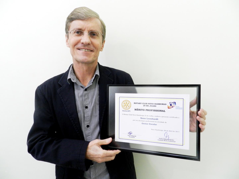 Diretor da IENH é homenageado com Destaque Mérito Profissional do Rotary Clube