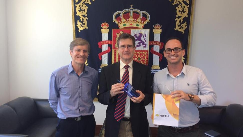 Diretor e Coordenador da IENH visitam Consulado Espanhol