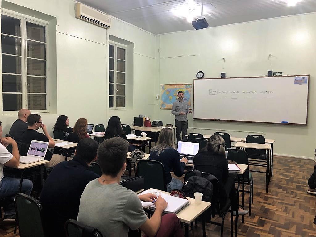 """Faculdade IENH promove palestra sobre os """"Efeitos trabalhistas na terceirização"""""""