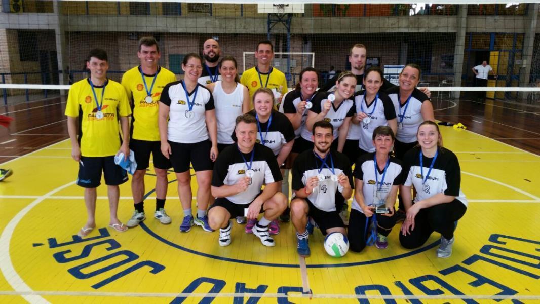IENH campeã nos jogos de futsal e vôlei do Sinpro