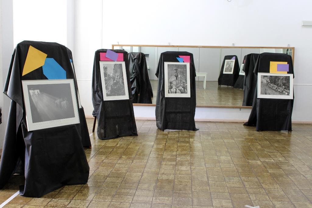 """IENH recebe a mostra """"Êxodos"""", do fotógrafo Sebastião Salgado"""
