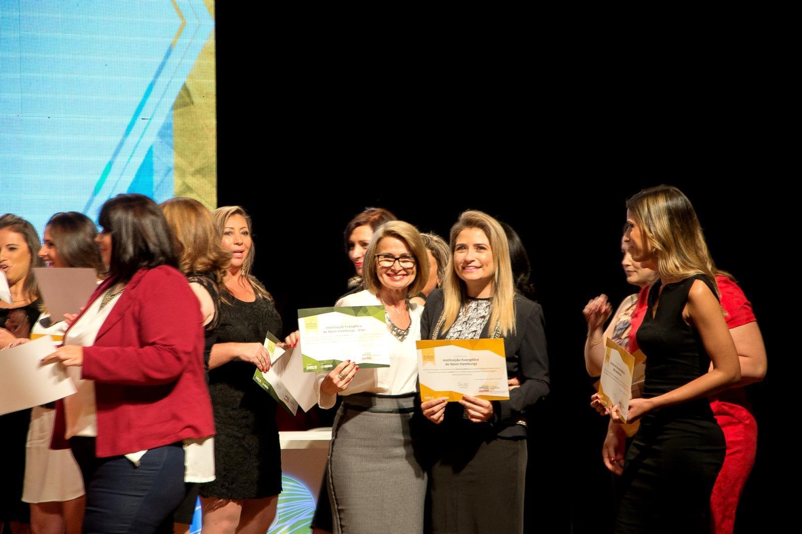 IENH recebe certificados de Honra ao Mérito no Prêmio SINEPE 2016