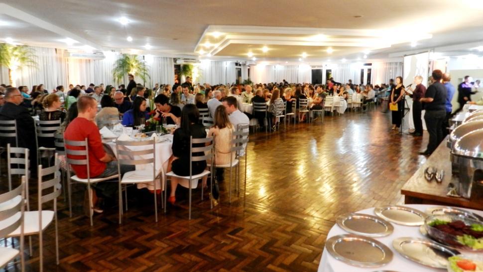 Jantar de Confraternização reúne colaboradores da IENH