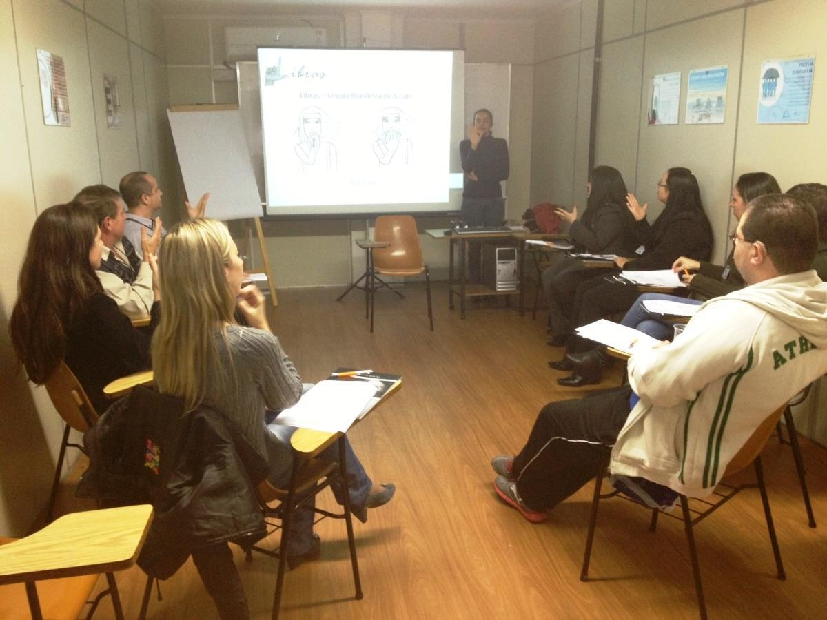 IENH Idiomas promove Curso LIBRAS no Grupo Sinos