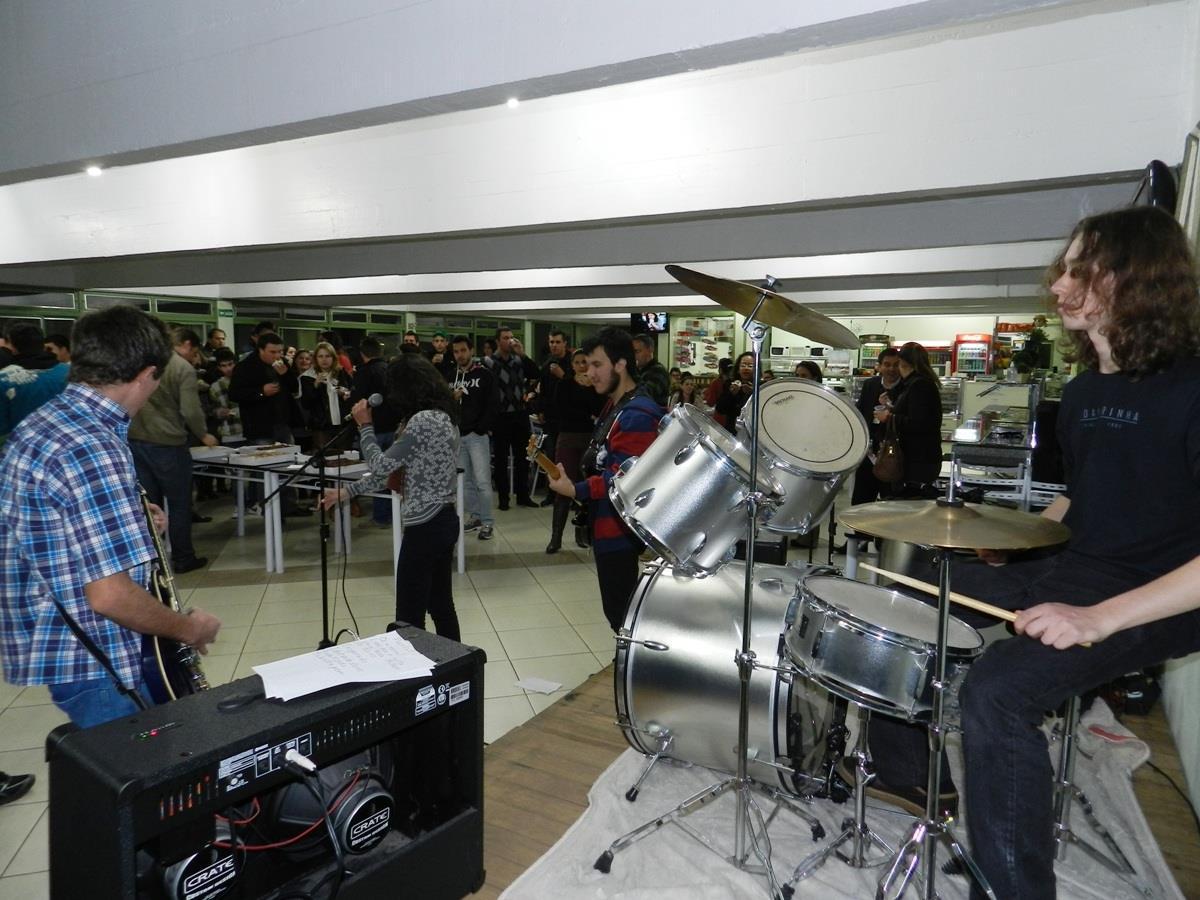 Estudantes recebidos com música na noite de segunda-feira