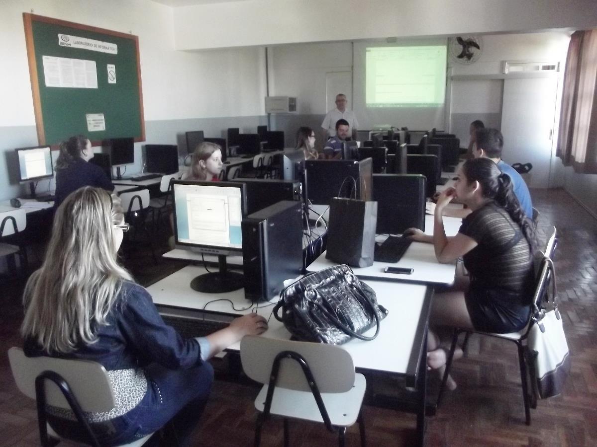Estudantes dos Cursos Técnicos da IENH realizam oficina de Preparação para o TCC