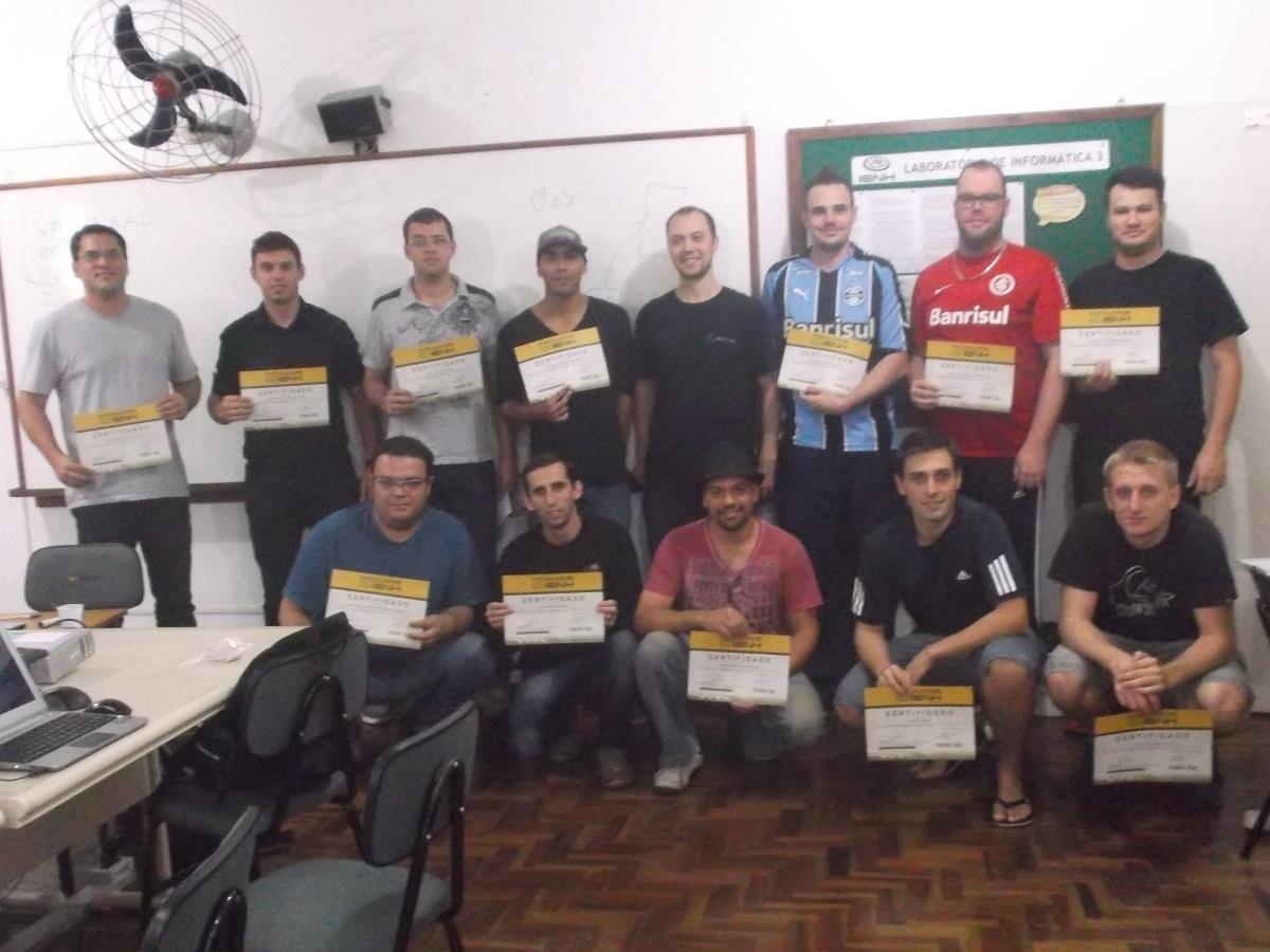 Alunos do Curso de Administração de Servidores LINUX recebem certificados