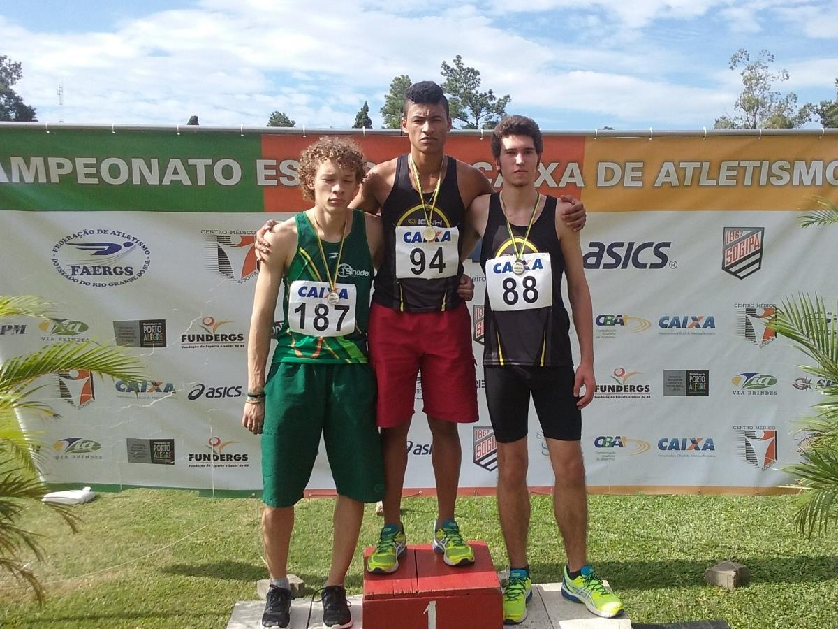 Equipe de Atletismo da IENH conquista dezessete medalhas no Campeonato Estadual Menores