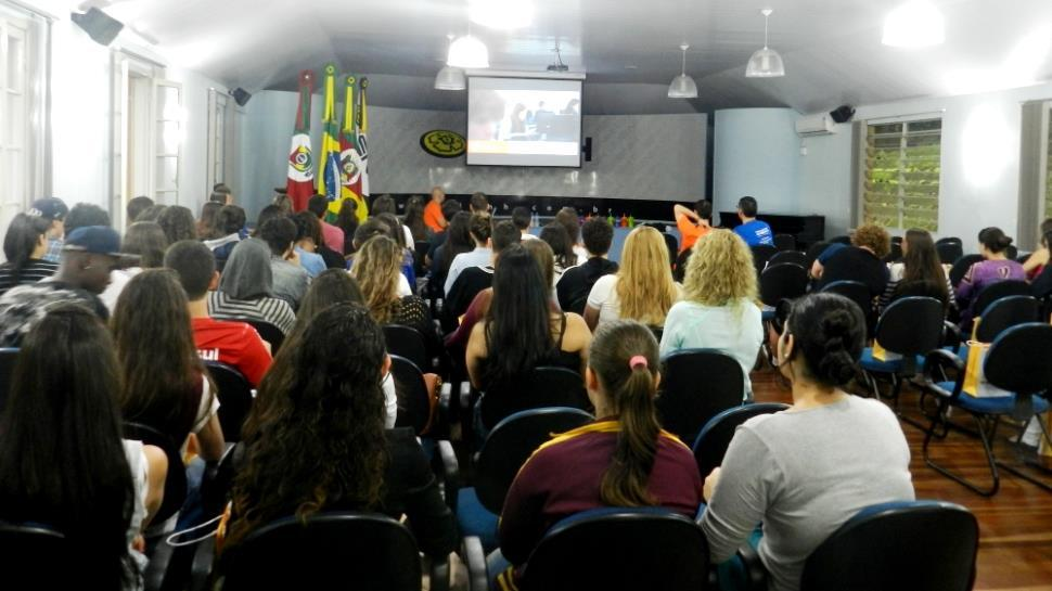 Programa de Orientação Profissional reúne alunos na Faculdade IENH