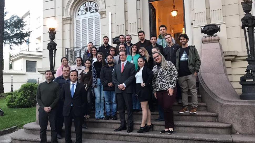 Viagem ao Uruguai de aprendizados e oportunidades internacionais para alunos da IENH