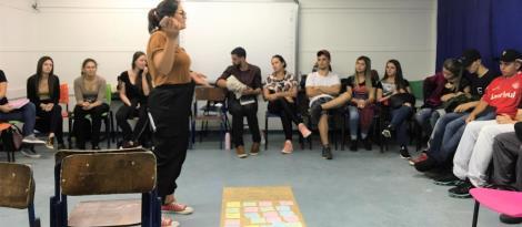 Acadêmicos de Psicologia da IENH exibem documentários sobre psicologia social