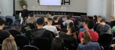 Internacionalização de Empresas é tema de palestra para os Cursos Técnicos da IENH