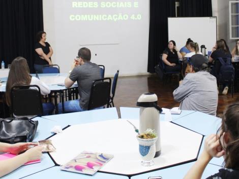 Palestra sobre estratégias de comunicação na IENH