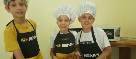 Pão de Lutero é preparado em atividade do projeto Cozinha que Inspira