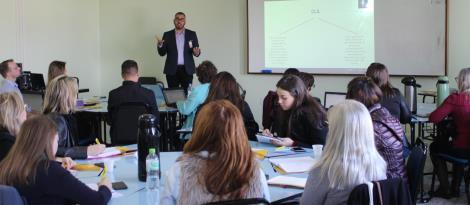 Professor da Finlândia realiza curso sobre a abordagem CLIL na IENH